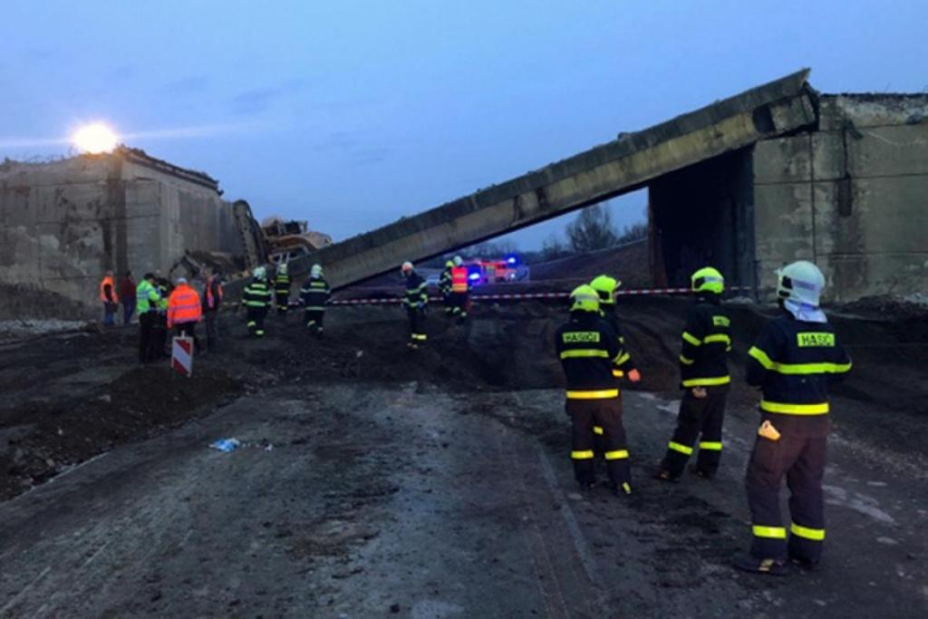 Zřícení mostu na D48